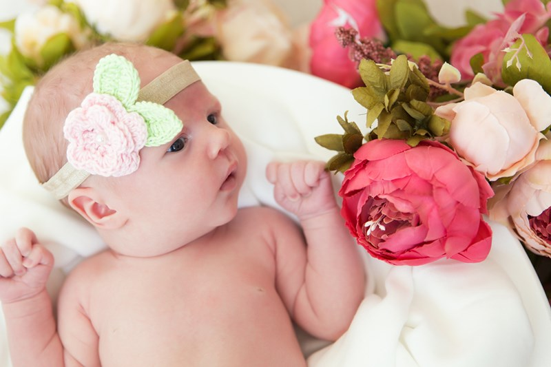 newborn-photoshoot-flowers